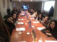 Alumnes a la sala de juntes de Mercolleida